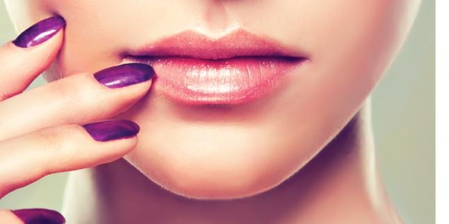Kadınlar için Doğal Çekici ve Güzel Dudaklar İçin Tüyolar