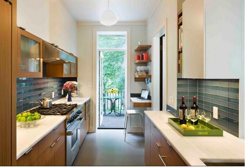 """Параллельная кухня с выходом на балкон."""" - карточка пользова."""