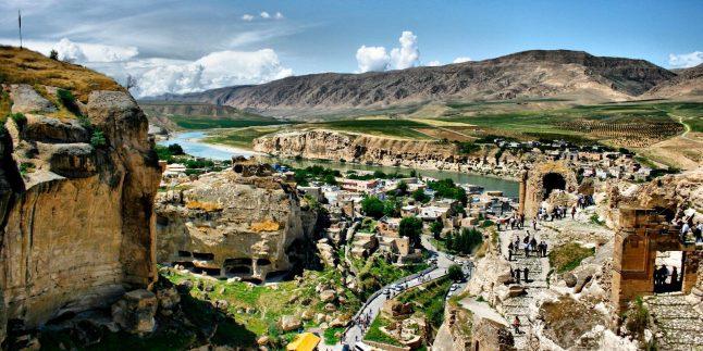 Hasankeyf'in Tarihçesi , Gezilecek Yerler , Camiler ,Ulaşım