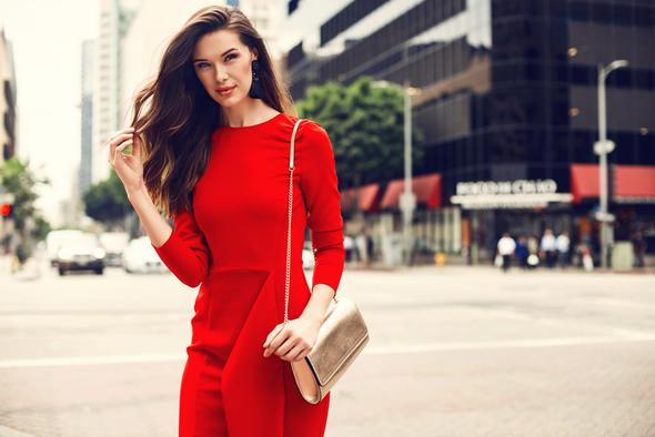 Kadınlara En Çok Yakışan Elbise Rengi?